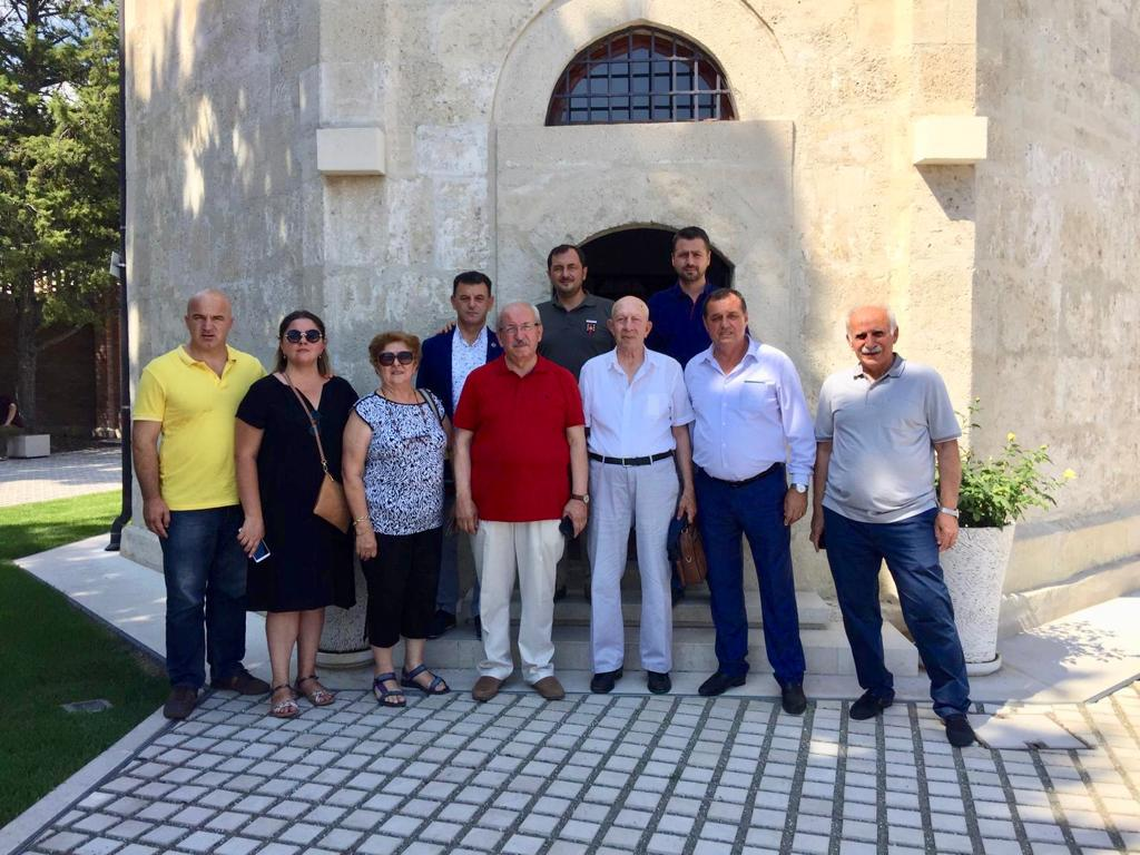 Başkan Kadir Albayrak Macaristan'da Gül Baba Türbesini Ziyaret Etti