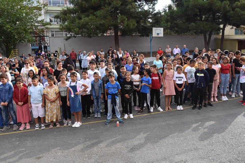 Başkan Kadir Albayrak Öğrencilerin Okul Sevincine Ortak Oldu